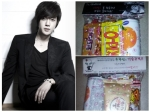 How cute are the snacks Hyun Joong prepared for his fans.  There's even a drink in each package.  I WANT ONE TOO! ^^